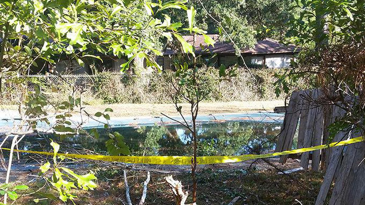 Jasper police: Woman fled from traffic stop, wrecked her SUV in swimming pool