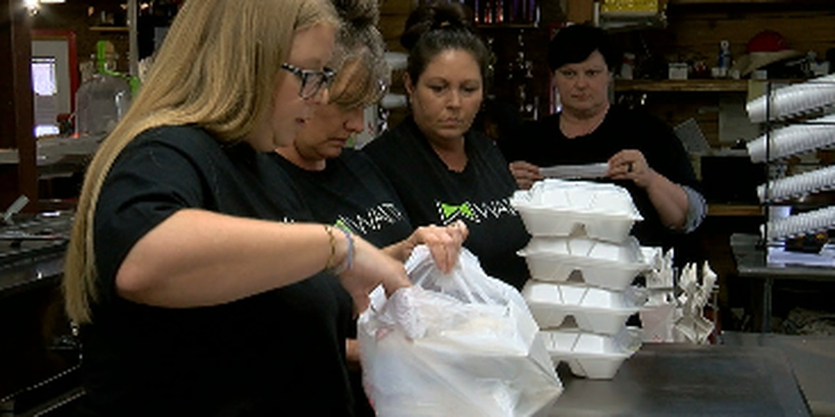 Waitr delivers Thanksgiving meals to those in need