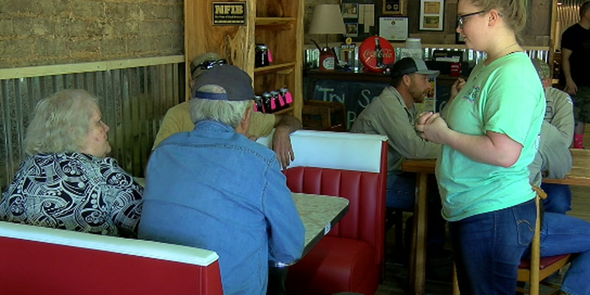 'We're gonna keep cooking it': Restaurant offers free meals to San Augustine storm victims, first responders