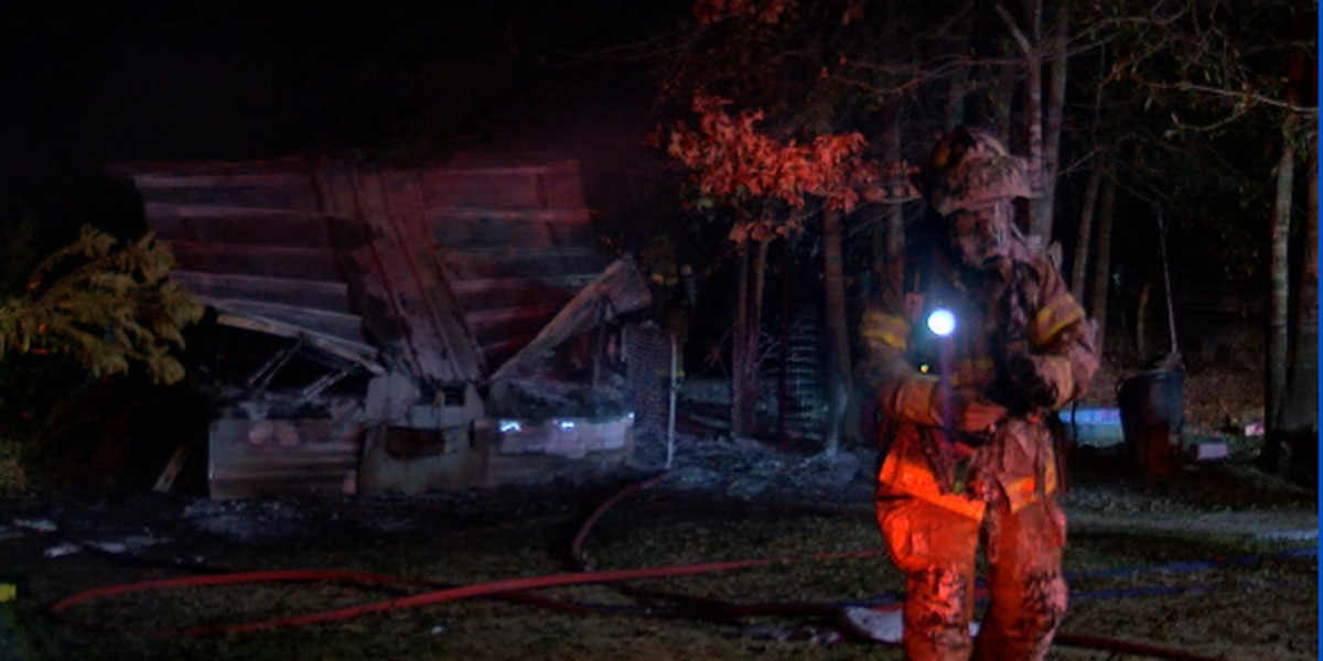 Firefighters battle house fire overnight in Smith County