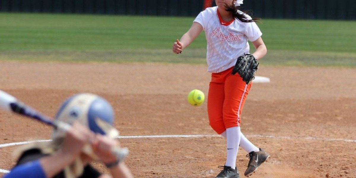 Lady Roadrunner Softball Sweeps Kilgore in Wednesday's Conference Opener