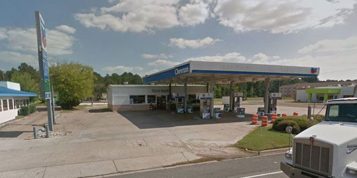 Man robs Nacogdoches convenience store at knife point