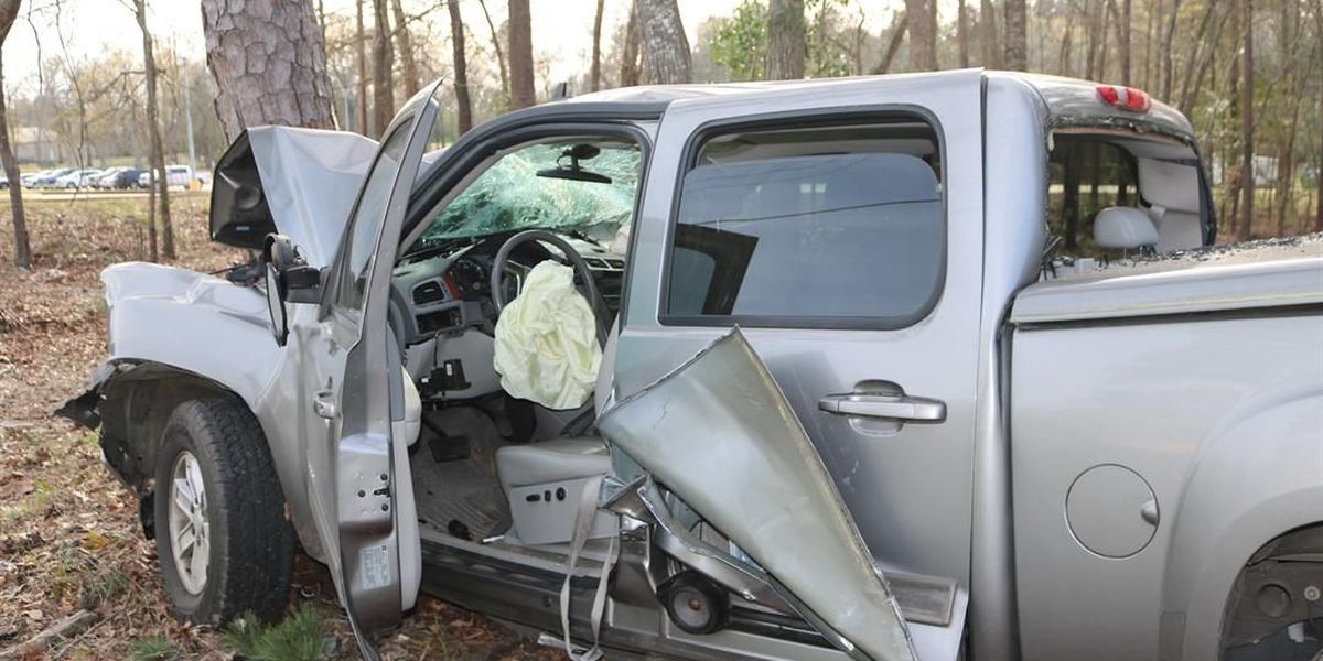 2 injured in Angelina County wreck