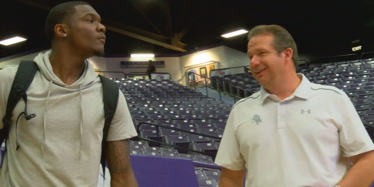 Mavericks' Jalen Jones visits SFA basketball camp