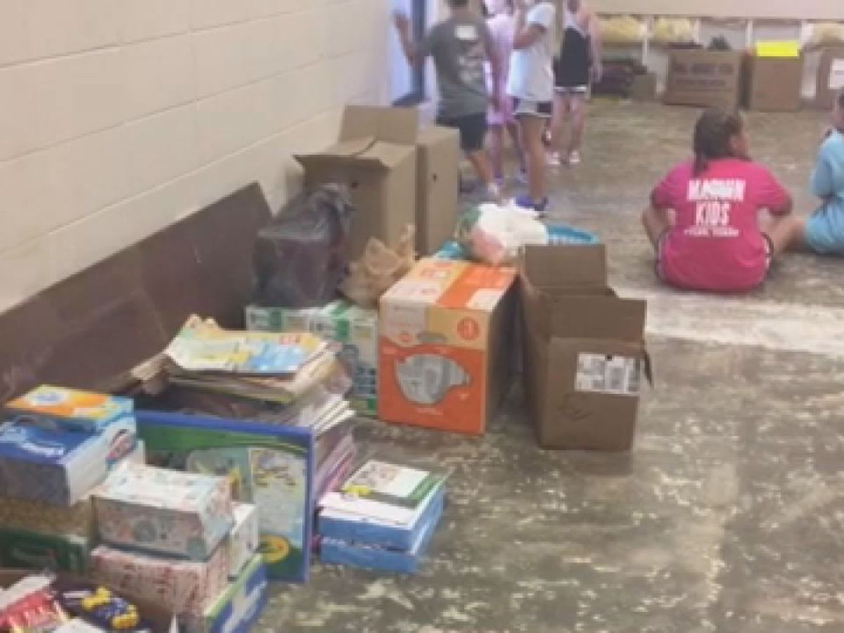 Tyler students help with school supplies donated to Alto ISD