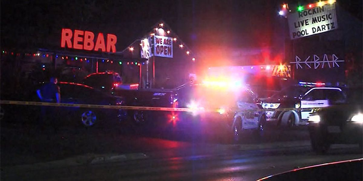8 people shot outside San Antonio bar, police looking for shooter