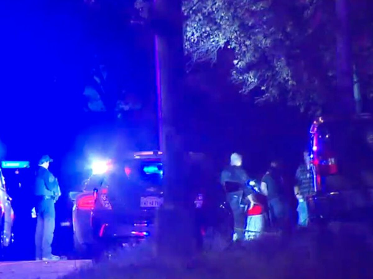 5 people shot, 1 killed after possible gang-related shootout between cars on Texas highway