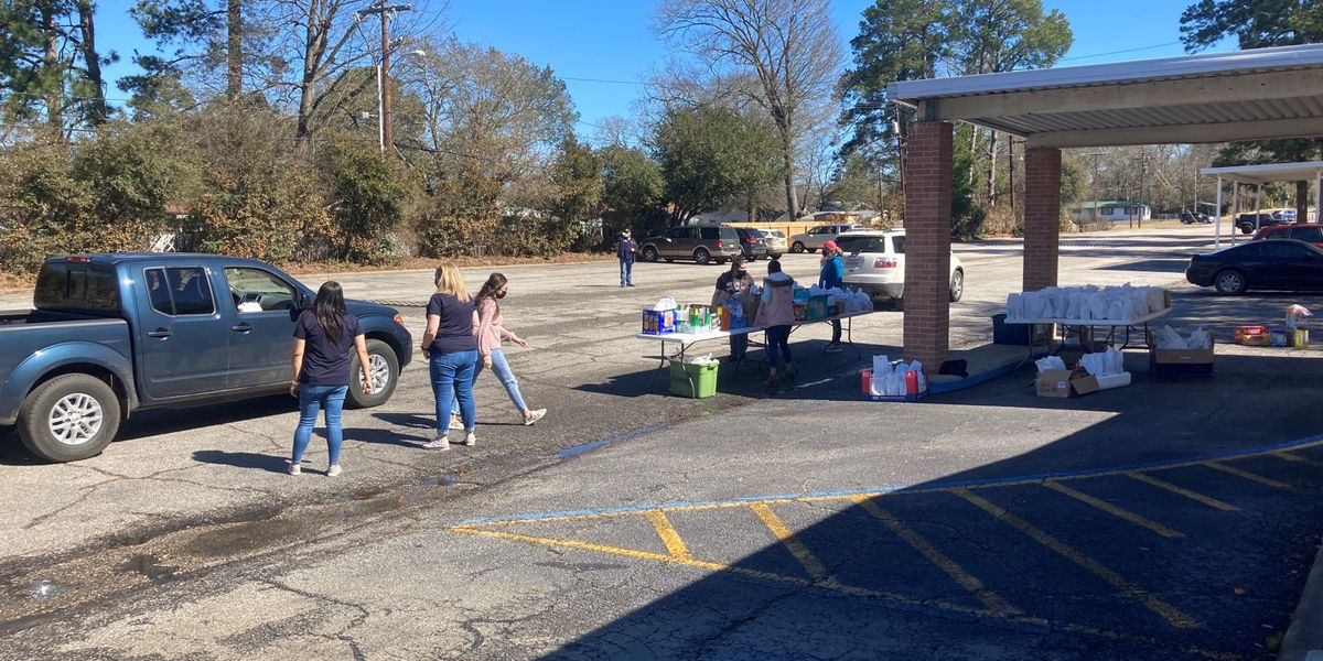 Lufkin church shares lunches with locals to 'feed them, feed their souls'