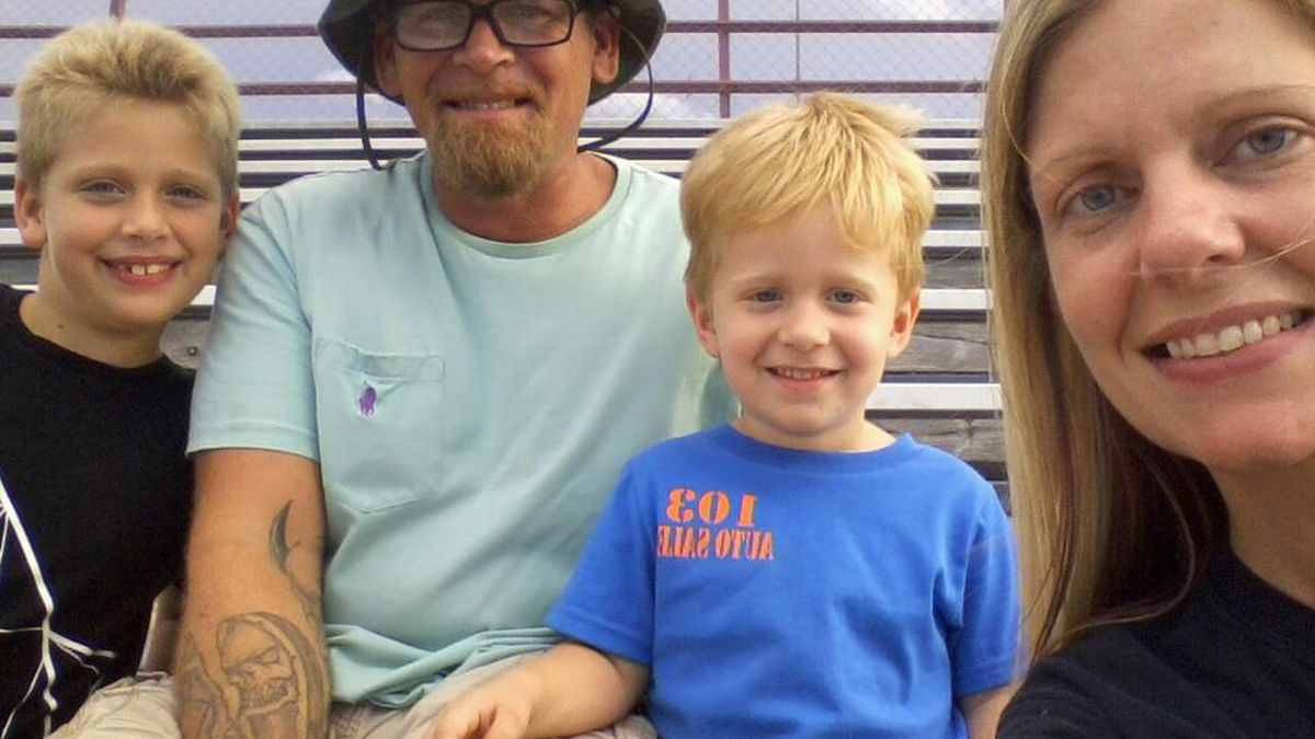 Pollok couple grieving 2 sons killed in storm petition for removal of trees along Texas roadways