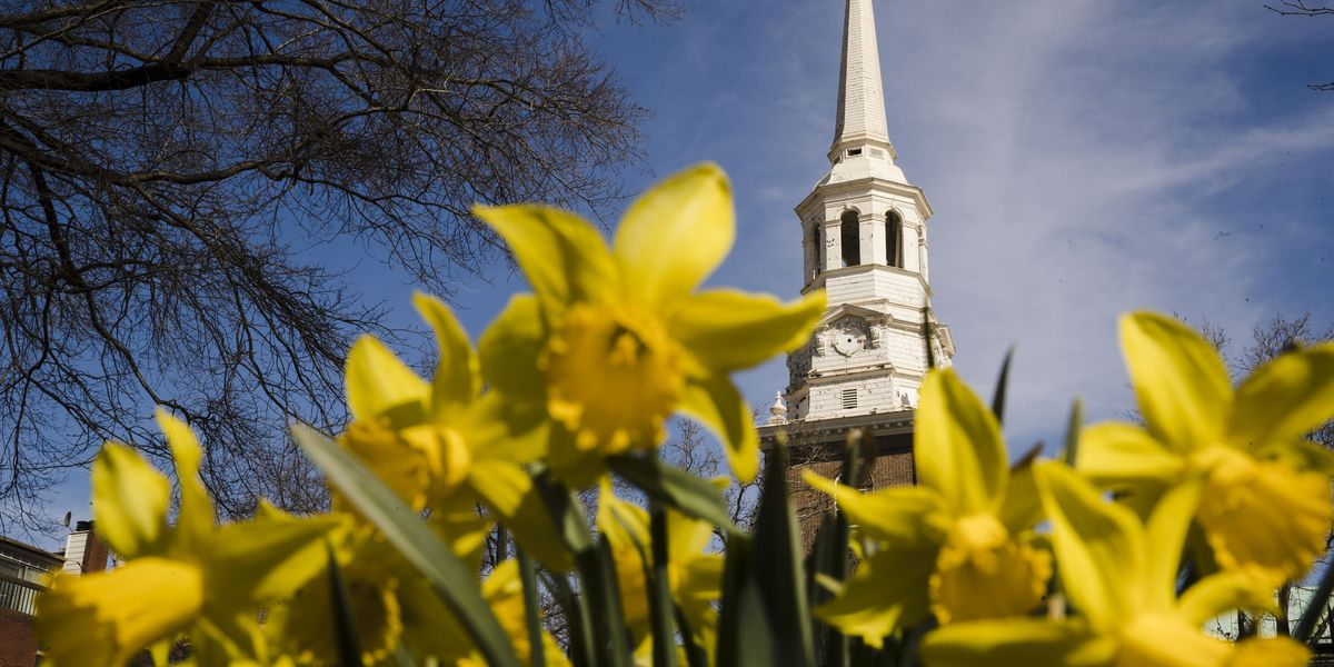 Poll: Church membership in US plummets over past 20 years