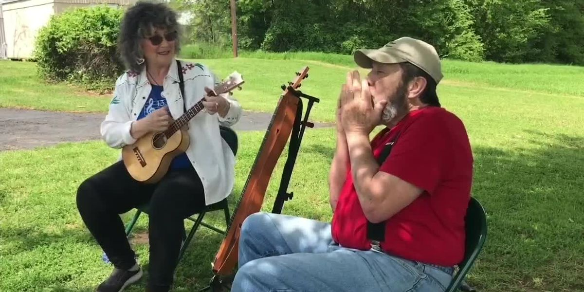 Camp County musicians play in driveway to entertain during social distancing