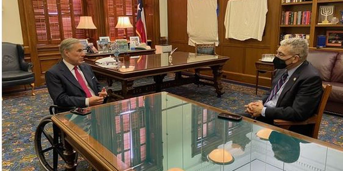 Gov. Abbott meets with DPS director to discuss border security