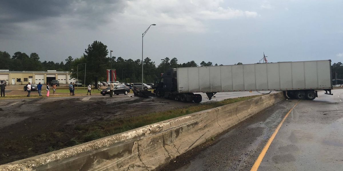 Loop 287 NB lanes expected to remain closed for several more hours following 18-wheeler wreck