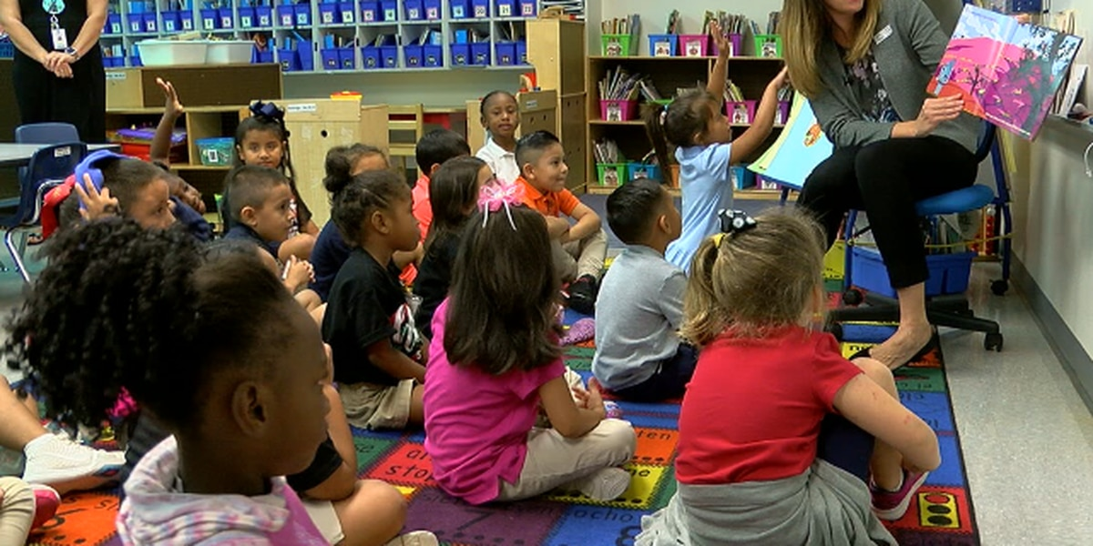 Volunteers 'Drop Everything to Read' to Lufkin kindergarten students