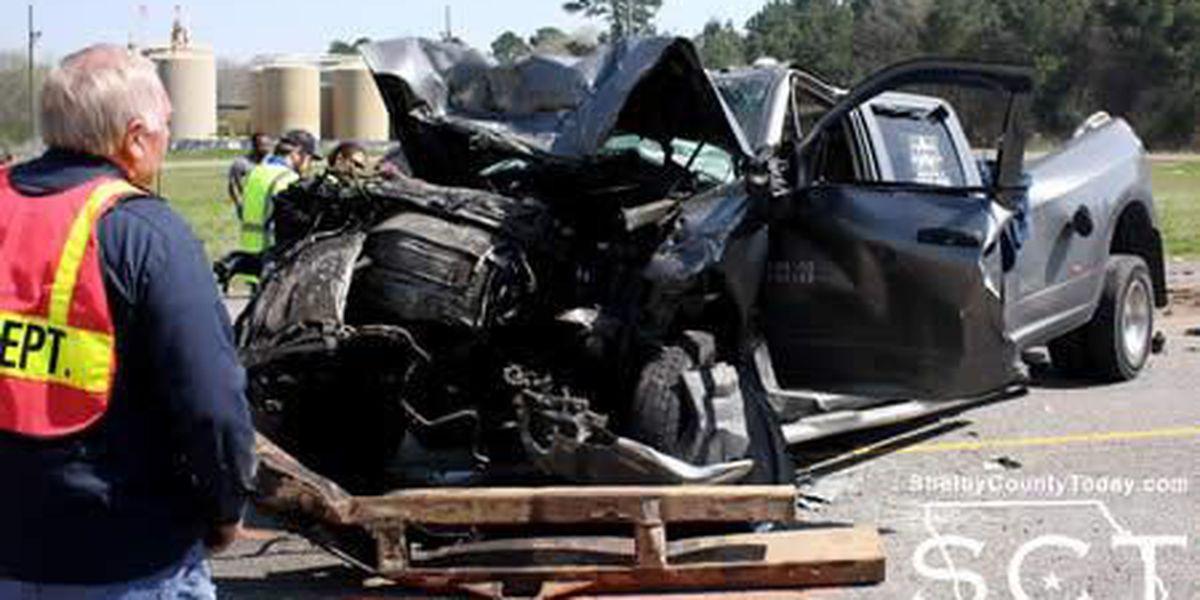 2-vehicle wreck involving 18-wheeler near Tenaha sends 2 to area hospitals