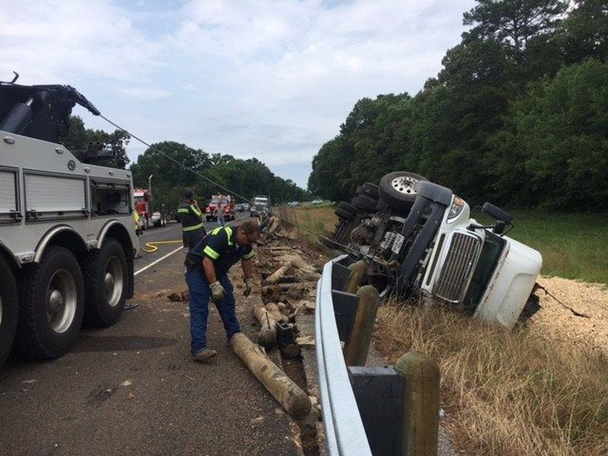 1 person injured in 2-vehicle wreck involving 18-wheeler on Highway 103 near Etoile