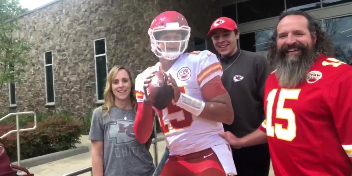 Cardboard cutout of Patrick Mahomes moving around Whitehouse