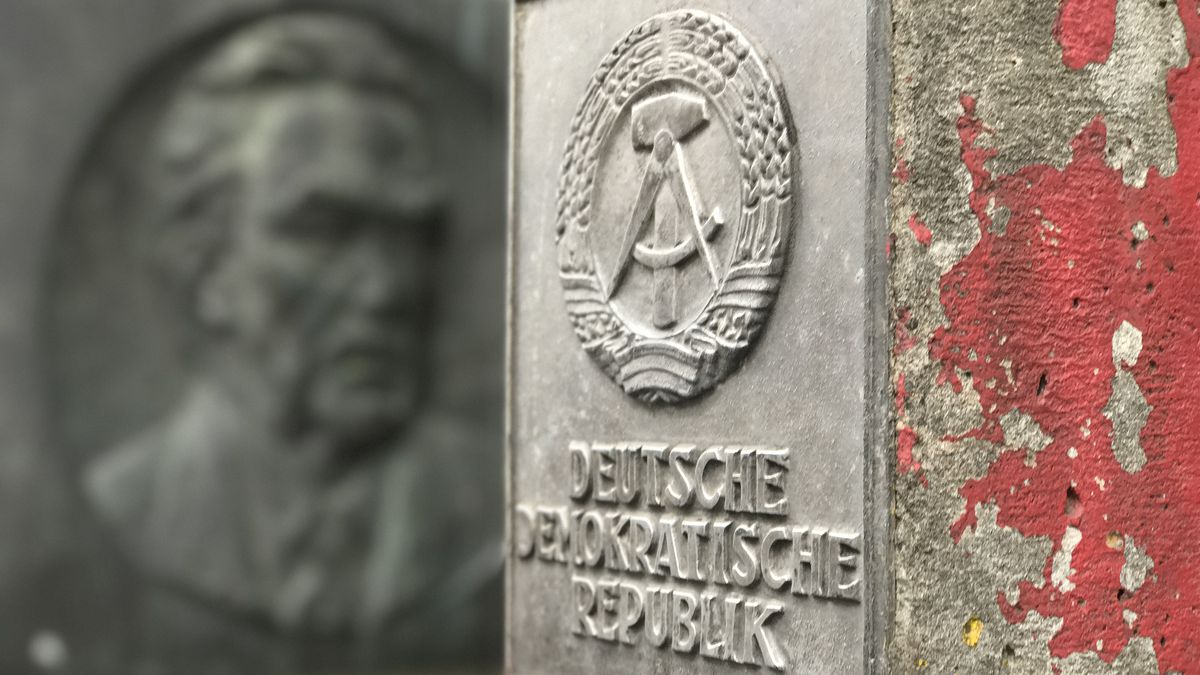 VIDEO: Behind the Berlin Wall