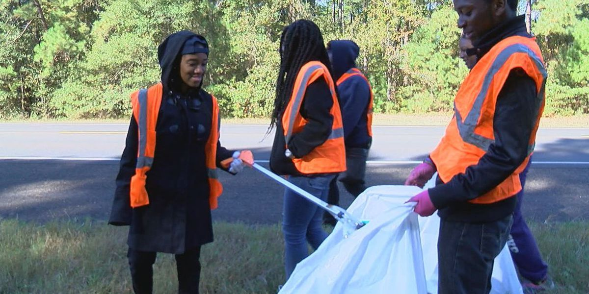 SFA students brave cold for Keep Nacogdoches Beautiful