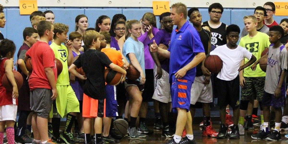 Aneglina College Basketball Coach Manary hosting Youth Camp in June