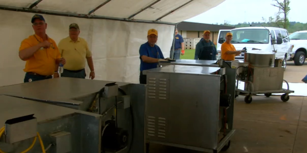 Disaster relief ministry sets up field kitchen to help Alto ISD cafeteria staff serve students