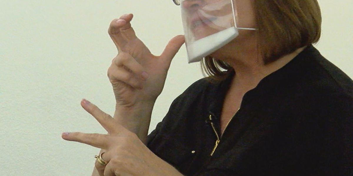 The difficulties masks impose to the deaf community
