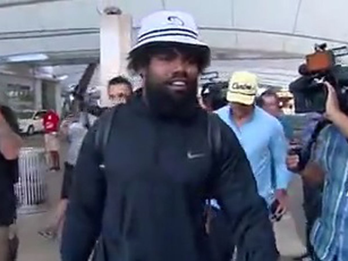 Ezekiel Elliot arrives in Dallas, no deal announced Tuesday night