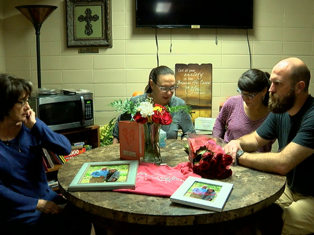 Indiana family moved by community support after father's diagnosis: 'It's a loving Lufkin zone'