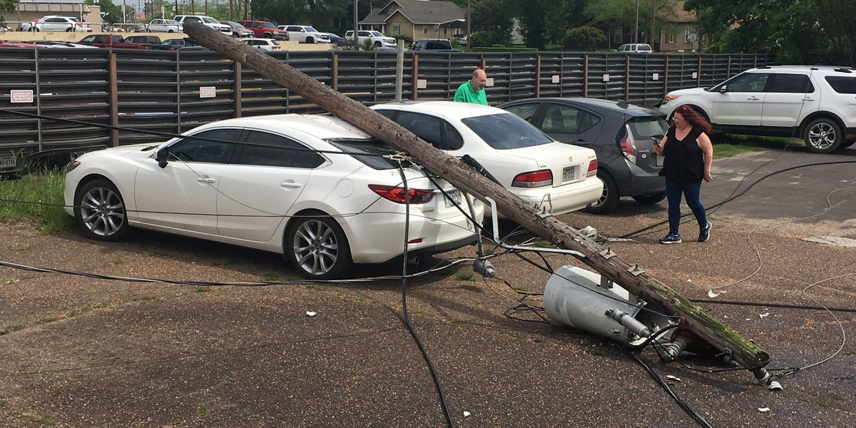 Live wire falls on car in Lufkin, traps person inside
