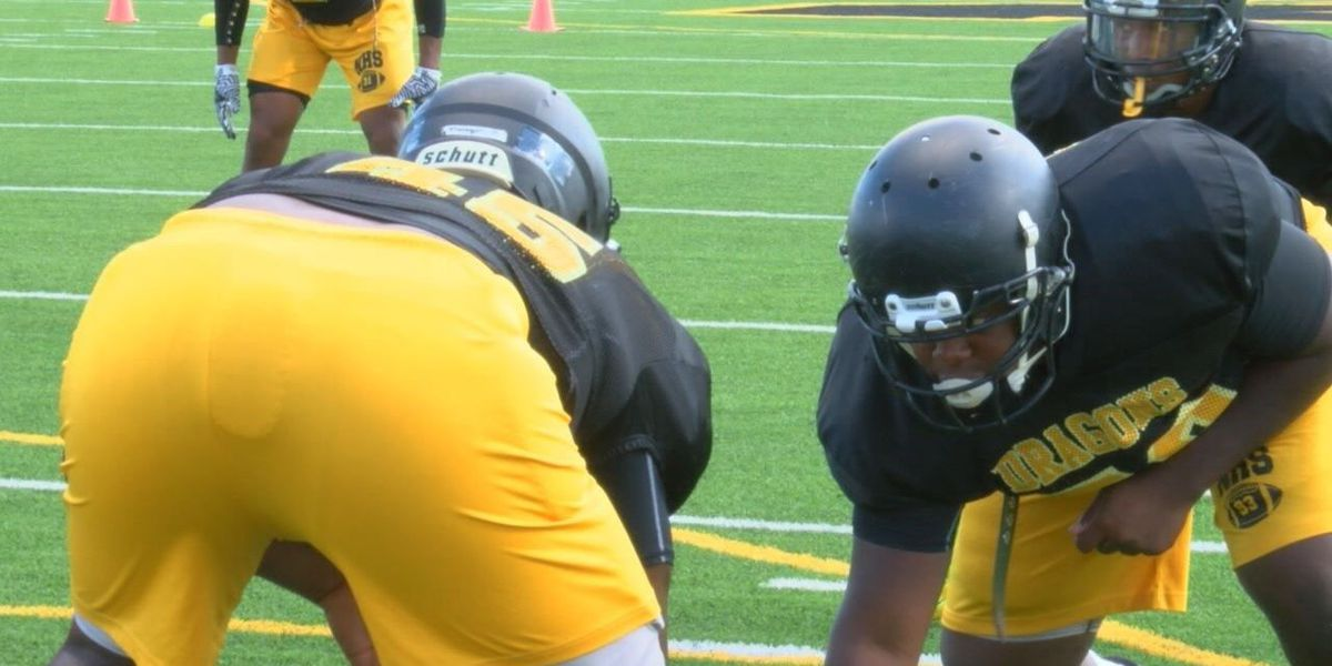 Nacogdoches hones in on Jacksonville quarterback to win playoff berth