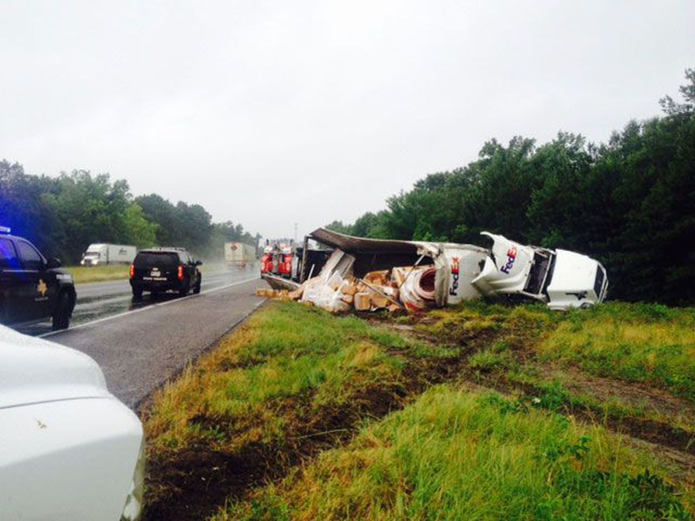 FedEx truck crashes, loses mail north of Livingston