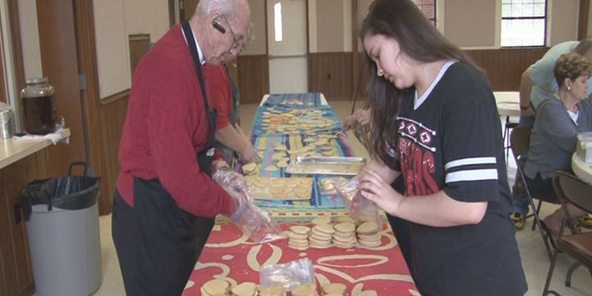 East Texas Methodist group cooking tea cakes for good cause