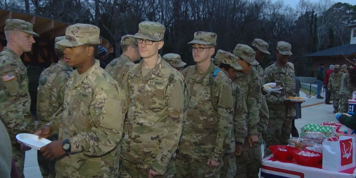 East Texas soldiers deliver holiday greetings to families back home