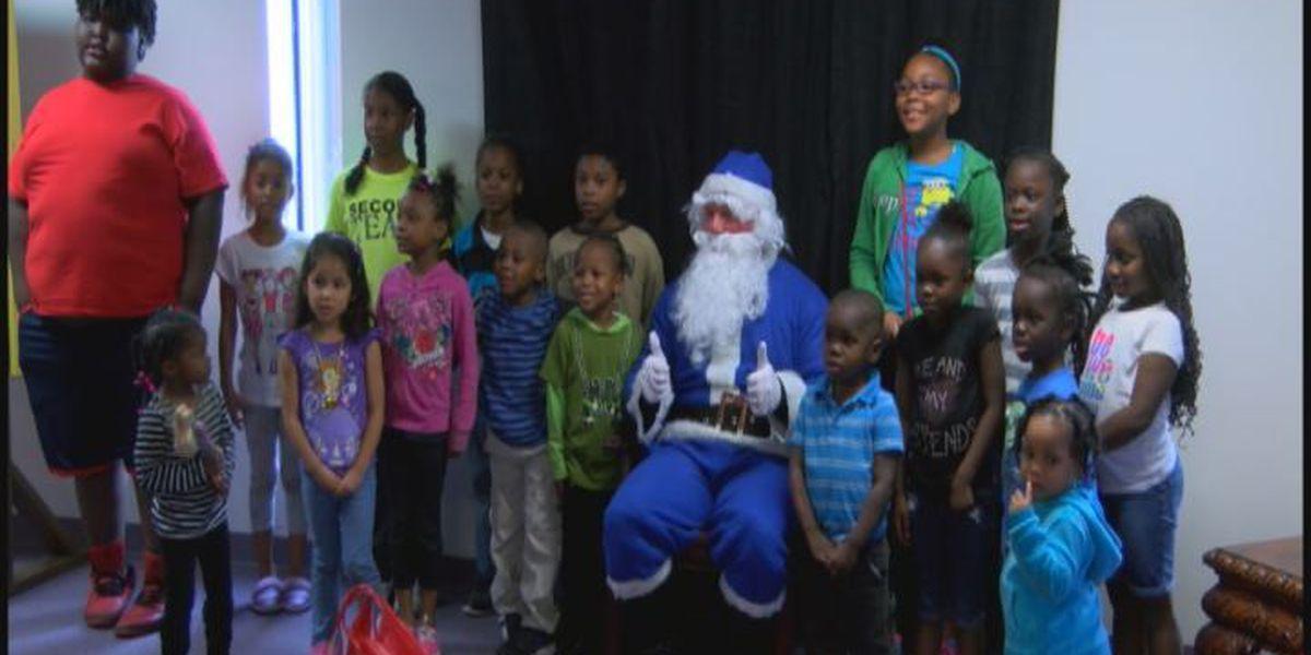'Blue Santa' spreads Christmas cheer to kids in Lufkin