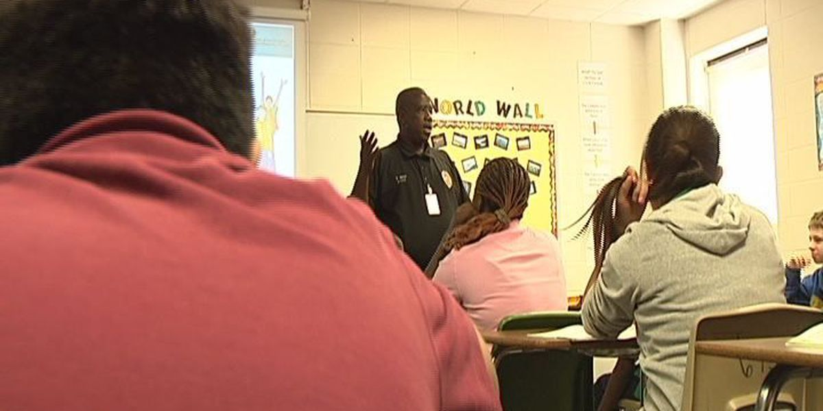 Lufkin officer takes fight against gangs to middle school