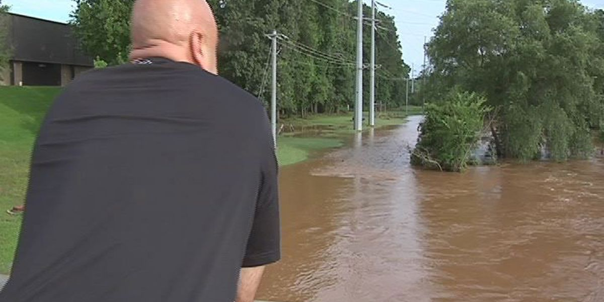 Nacogdoches crews working to repair collapsed sewer lines near Lanana Creek