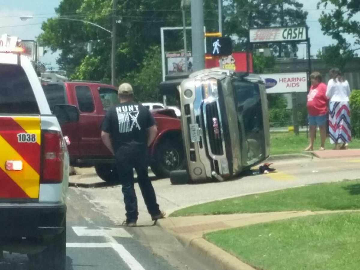 Update: Rollover wreck on North Street in Nacogdoches