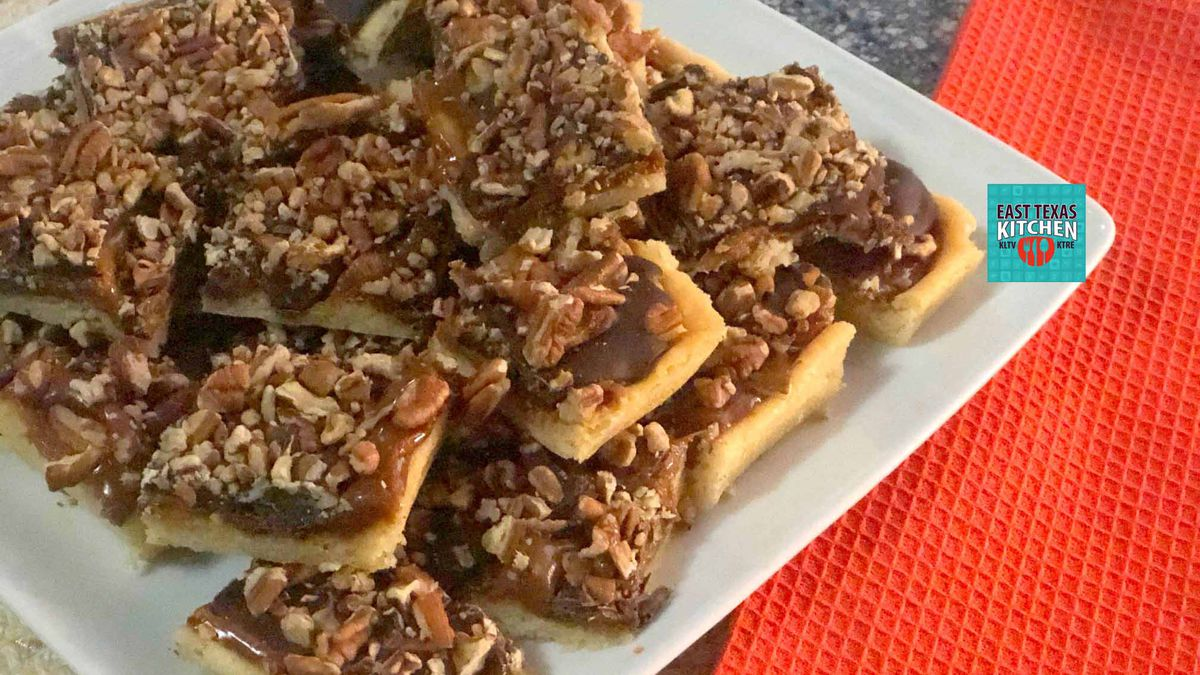 Easy Baking: Turtle cookie bars by Mama Steph