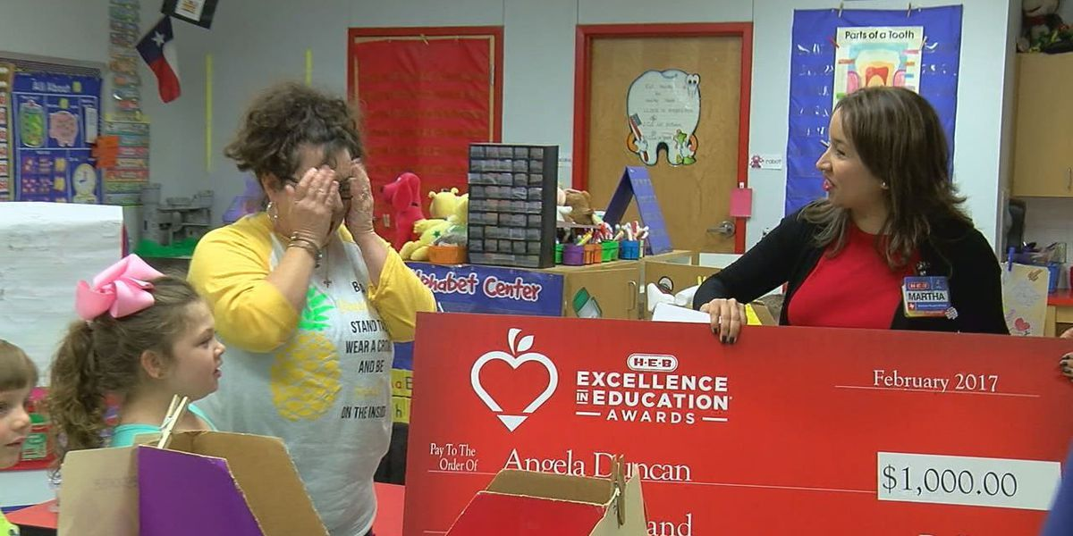 Huntington teacher surprised with HEB's Excellence in Education Award