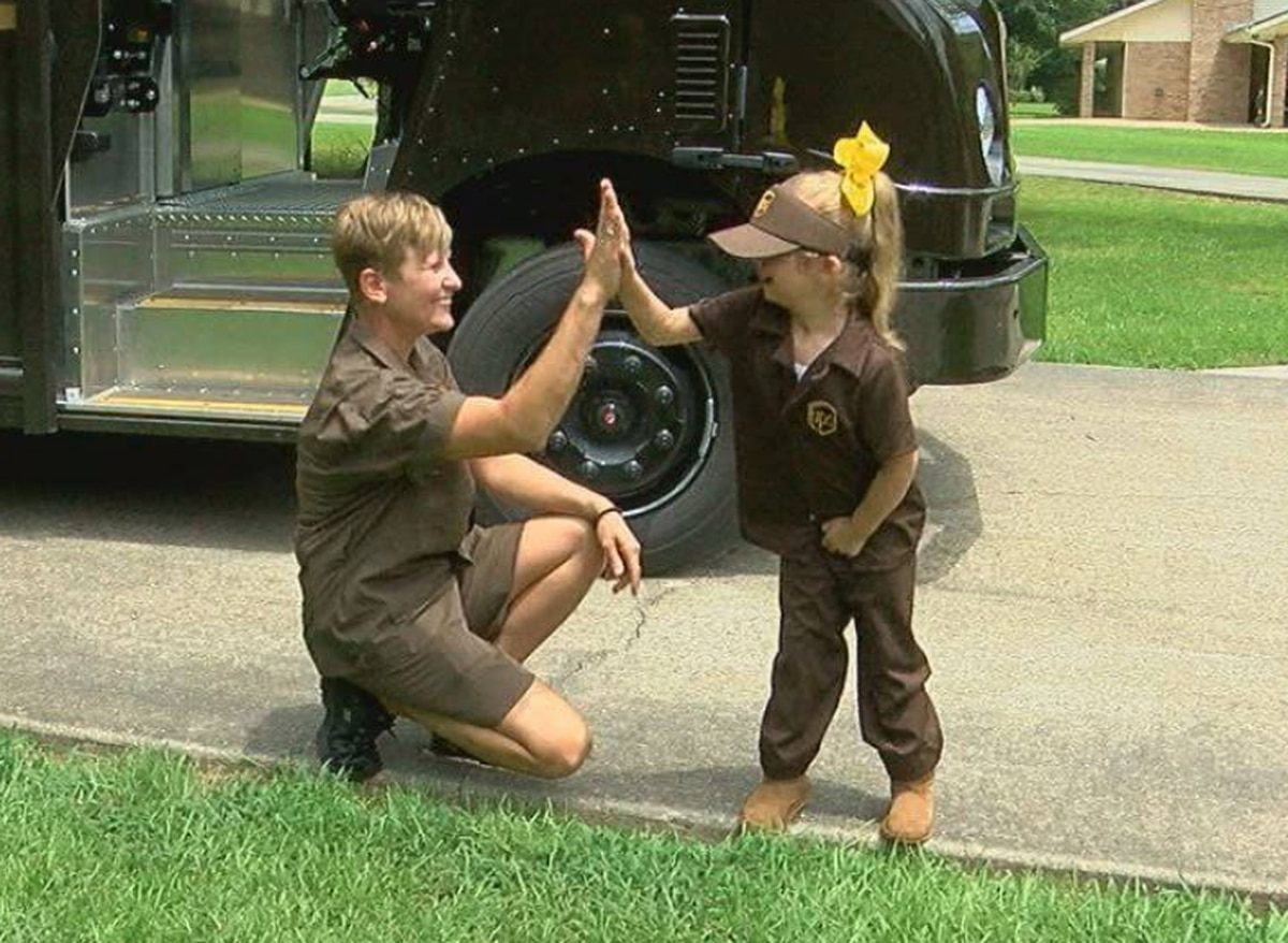 Ups Delivery Woman Jasper girl to ...