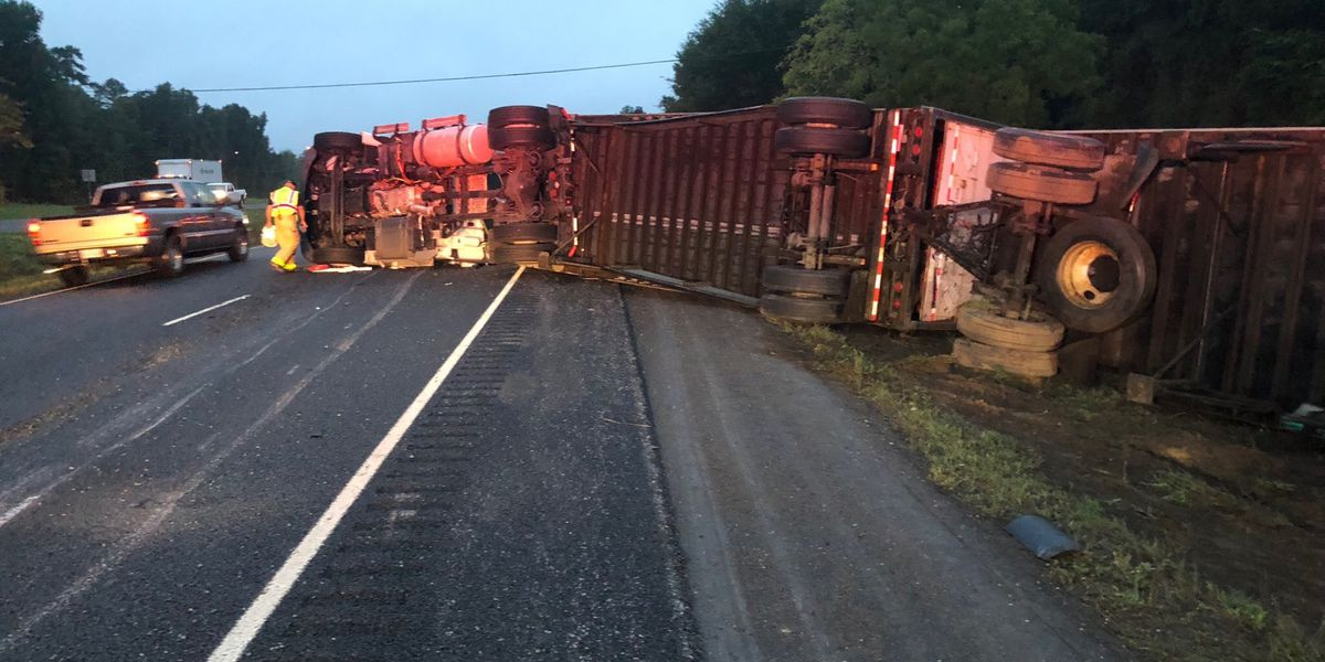 UPDATE: All lanes of US-59 just south of Nacogdoches back open after 18-wheeler wreck