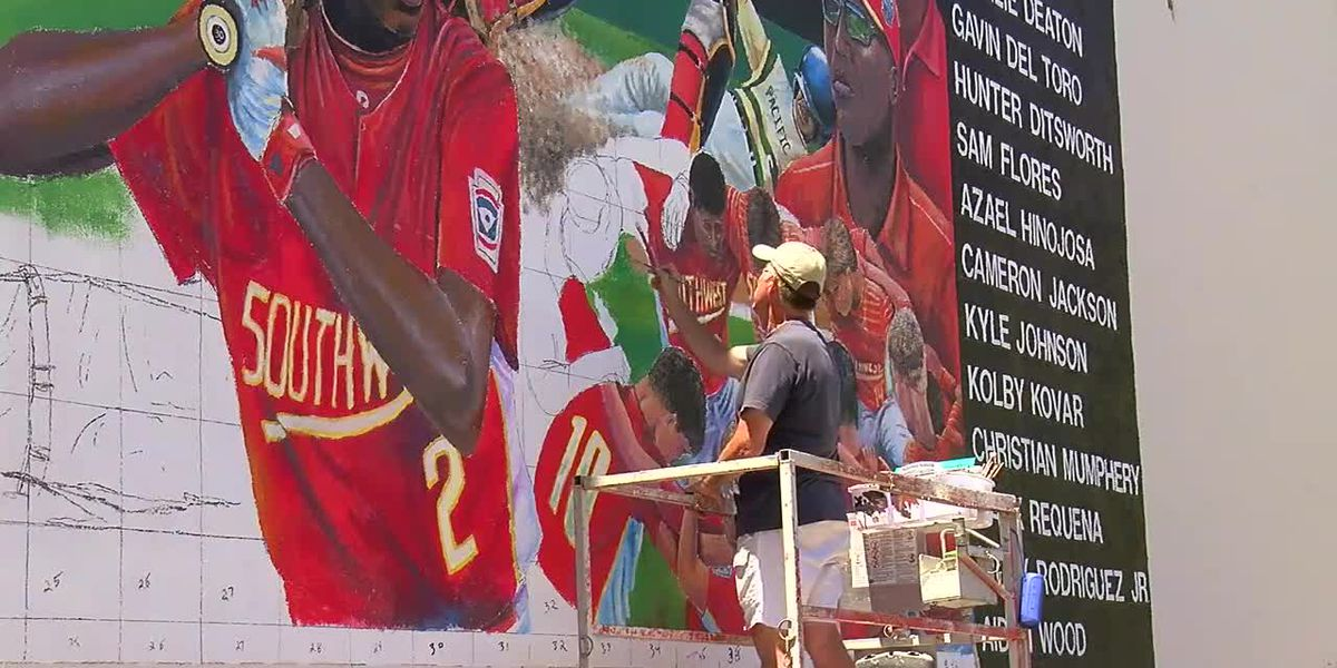WEBXTRA: Work continues on Lufkin Little League mural