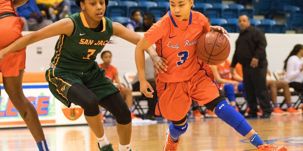 Lady Roadrunners Face No. 5 Trinity Valley at Home