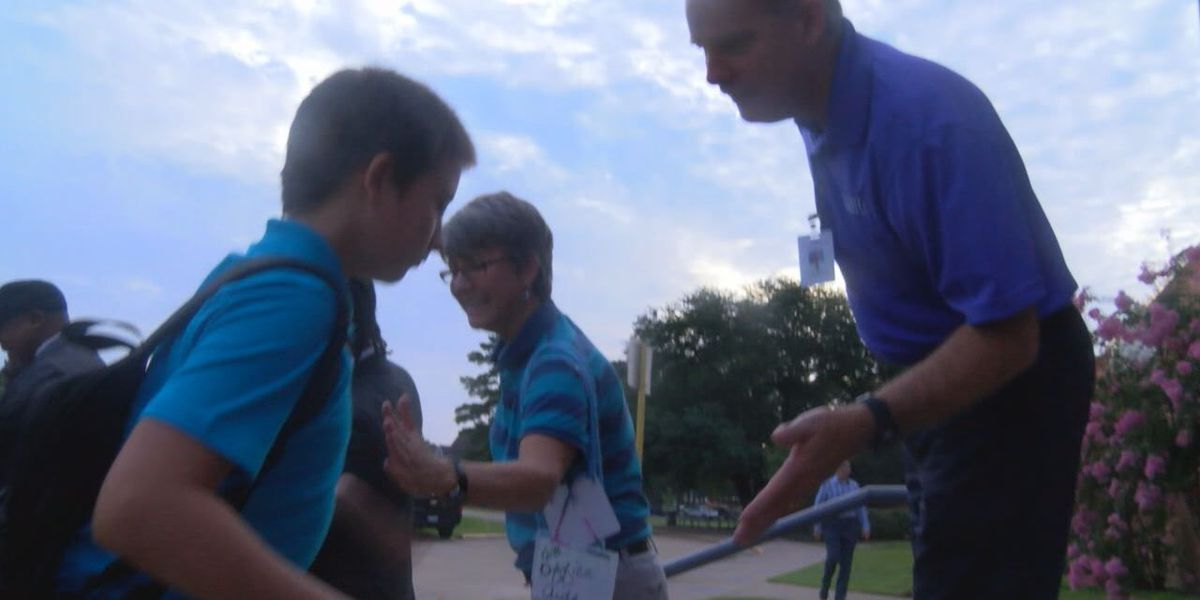 Community welcomes students back to school