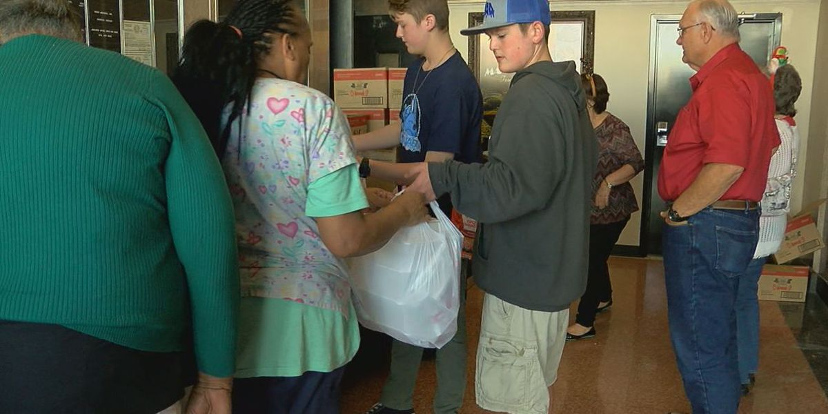 Lufkin restaurant serves 500 meals served to those in need