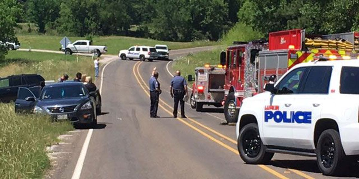 Lufkin PD: 1 dead, 1 in critical condition after car slams into power pole
