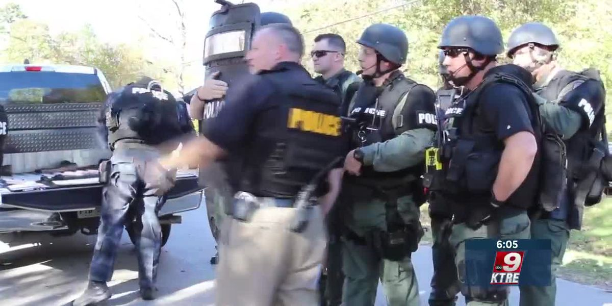 Lufkin Police Department get approval to submit a grant to DETCOG for new SWAT helmets