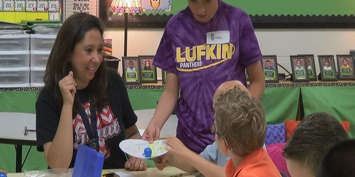 Lufkin Middle School STEM students teach science lesson to 2nd graders