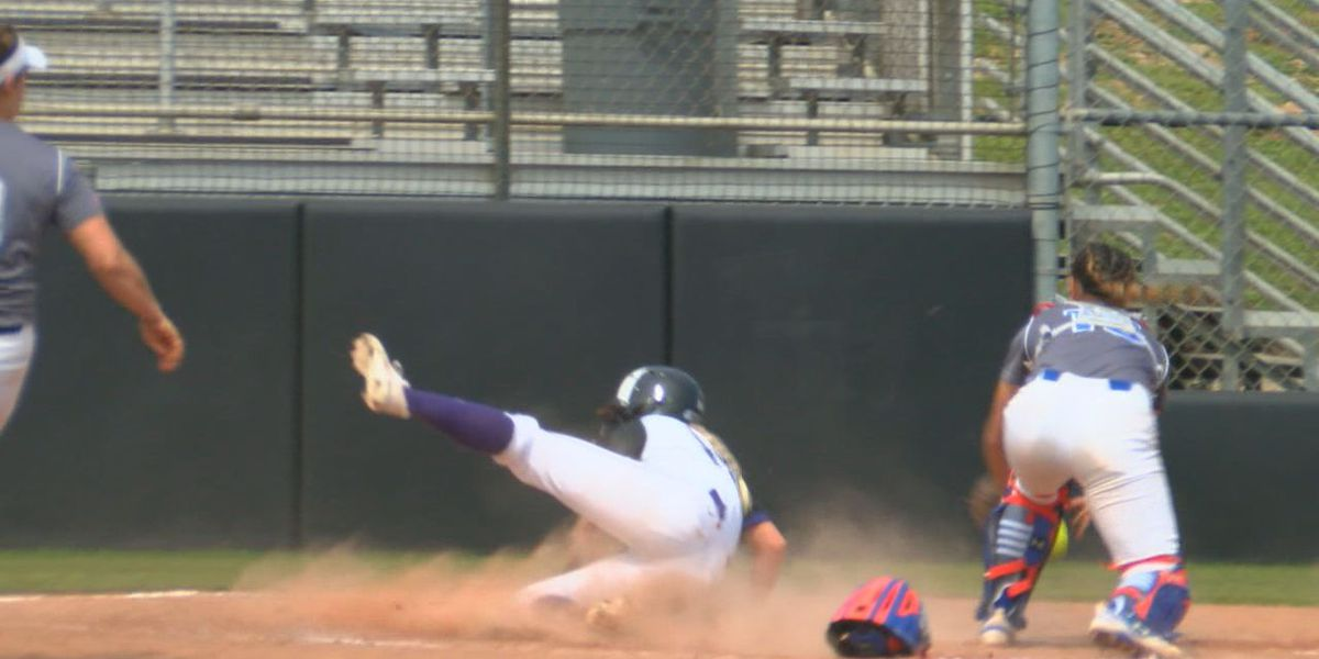 SFA softball sweeps Houston Baptist in Friday doubleheader