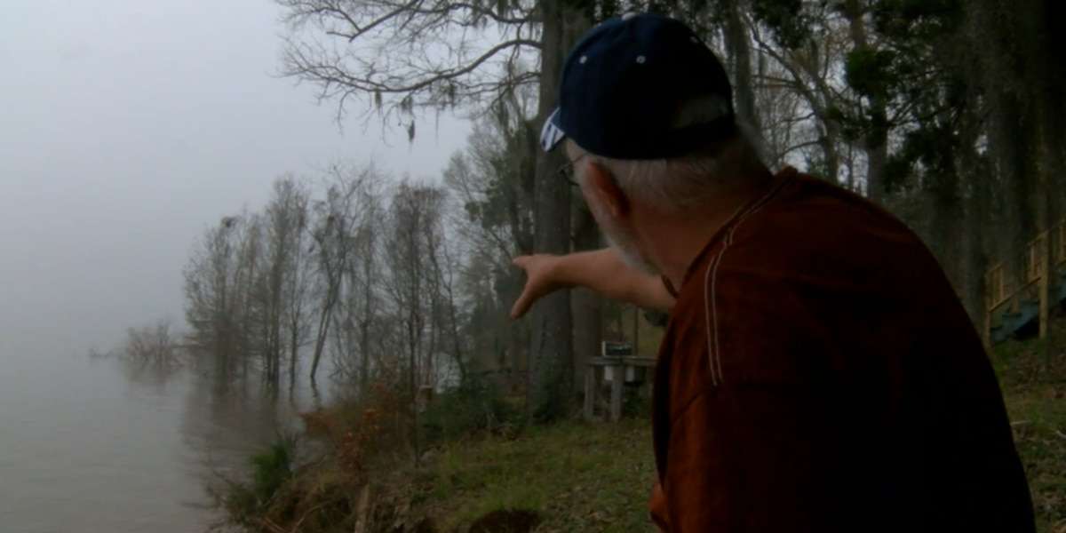 Homeowners near Sam Rayburn Reservoir concerned over high water, eroding property